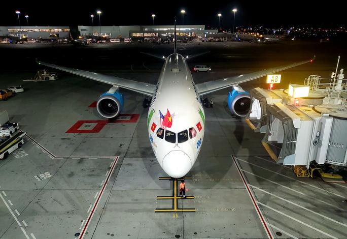 Máy bay của Bamboo Airways hạ cánh tại sân bay San Francisco (California, Mỹ) sau hành trình 13 giờ 30 phút qua quãng đường bay dài gần 12.500 km